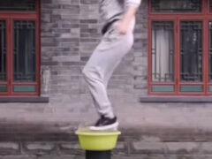 Мастер боевых искусств научился прыгать по воде