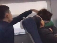 Молодой мужчина вступил с пожилой женщиной в схватку из-за шторки