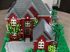 Копии домов, сделанные из «LEGO», радуют заказчиков