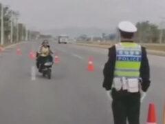 Пассажирка мотоцикла неправильно поняла полицейского