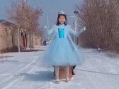 Девочка в свой день рождения стала принцессой Эльзой