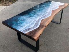 Стол, омываемый морскими волнами, получился невероятным
