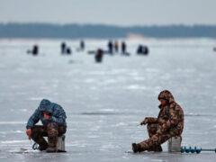 В Кыргызстане набирает популярность подледная рыбалка