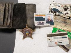 Отправившись в лес, дети нашли старый бумажник шерифа