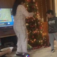 Чтобы не упасть с гироскутера, тётя использовала племянника в качестве поддержки
