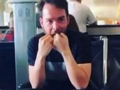 Путешественник, заботящийся о гигиене полости рта, возмутил многих людей