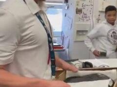Получив от учеников ботинки в подарок, преподаватель растрогался до слёз