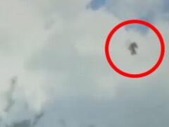 Чёрная фигура, похожая на человеческую, пролетела по небу