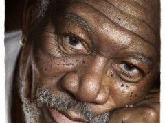 Чтобы рисовать портреты, художник использует цветные карандаши и собственный талант