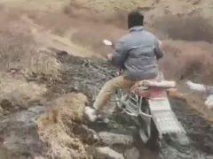 Чтобы получить образование, студенту приходится кататься на мотоцикле в горы