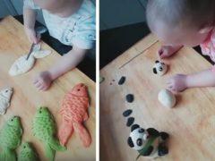 Малыш прекрасно знает, как сделать кулинарный процесс забавным и интересным