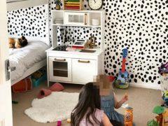 Женщина не потратила много денег, чтобы сделать оригинальный дизайн в комнате