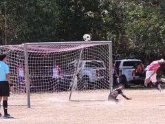 Футболист не только не забил гол, но и получил мячом по лицу