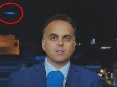 Яркий синий объект случайно попал в выпуск новостей