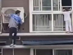 Девочка, которой не сиделось дома, оказалась в опасной ситуации