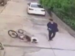 После неудачной поездки на велосипеде ребёнку пришлось совсем несладко