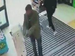 Покупатель перед шопингом попросил защиты у высших сил