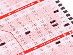 Мужчине, два дня подряд покупавшему лотерейные билеты, есть что отпраздновать