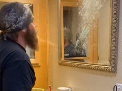 Папа продемонстрировал, как его дети чистят зубы