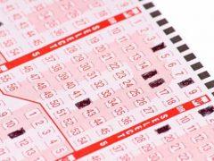 Выигравший в лотерею счастливчик так разорался, что напугал соседей