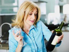 Мать семейства разозлилась из-за вина с сюрпризом