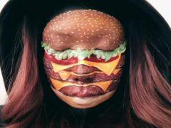 С помощью грима визажистка научилась превращаться в еду