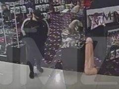 Придя в магазин для взрослых, вор удалился из него с гигантской добычей