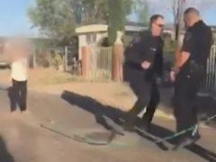 Во время патрулирования полицейские не отказали себе в удовольствии попрыгать через скакалку