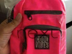 Симпатичная розовая сумка удивила покупательницу своим размером