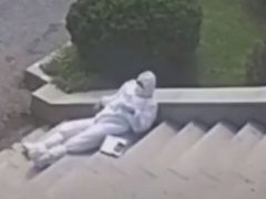 Защитный костюм оказался не слишком пригоден для жаркой погоды