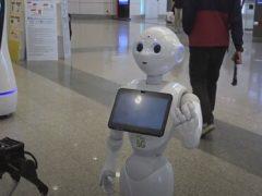 В торговом центре поселились роботы, помогающие бороться с коронавирусом