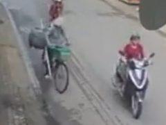 Велосипедистка, сама того не подозревая, создала опасную ситуацию на дороге