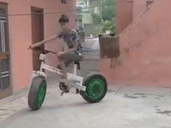 Сын получил в подарок уникальный велосипед, сделанный отцом