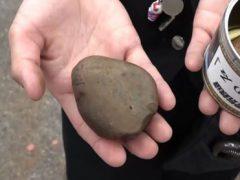 В продажу поступили консервированные камни, собранные на железнодорожных путях