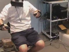 Робот стал сотрудником магазина и расставляет товары на полках