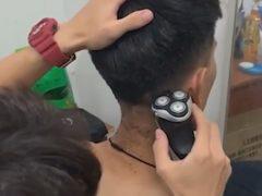 Студент решил подзаработать, открыв в общежитии парикмахерскую