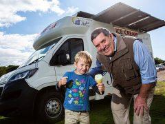 Мороженщик оснастил парк своих фургонов солнечными батареями