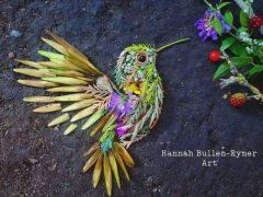 Портреты птичек создаются с помощью красивого ботанического искусства
