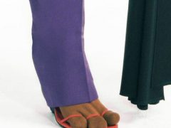 Носки с тремя пальцами напомнили шутникам лапы популярного мультяшного пса