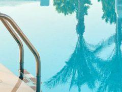 В бассейне появились правила, не понравившиеся любительнице откровенных купальников