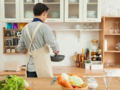 Неопытный кулинар насмешил всех своим обедом