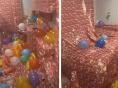 Студент, забывший запереть комнату, получил слишком ранний рождественский подарок