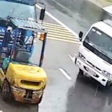 Скользкая дорога помогла водителю совершить эффектную парковку