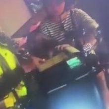 Оштрафованная мамаша так рассердилась, что уронила ребёнка