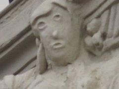 Отреставрированная скульптура стала похожа на гротескного мультперсонажа