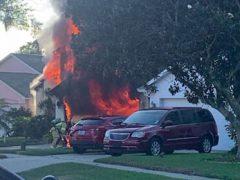 Отважный курьер спас мужчину из загоревшегося дома