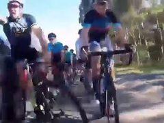Водитель, задевший велосипедиста, вызвал страшный эффект домино