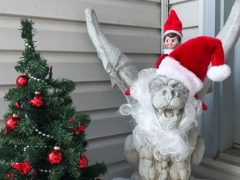 Рождественская горгулья спровоцировала ссору с соседкой