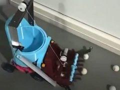 Школьница сконструировала робота, который умеет собирать мячики для пинг-понга
