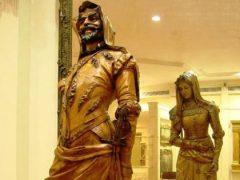 Посмотрев на скульптуру, можно увидеть и Мефистофеля, и Маргариту